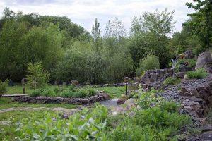 Blick über den Kräutergarten