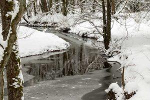 halb zugefrorene Nister