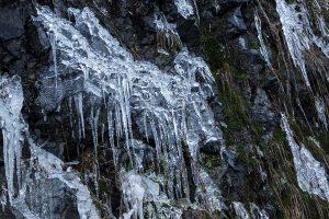 Eiszapfen an der Steilwand